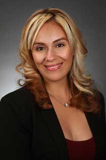 Real Estate Agent Mayra Davalos